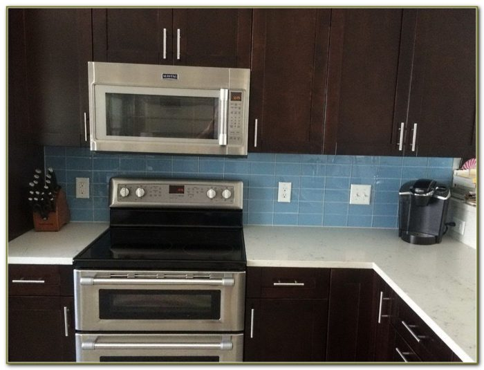 Kitchen Backsplash Glass Tile Dark Cabinets