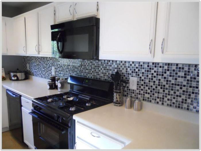 Black And White Subway Tile Kitchen Backsplash
