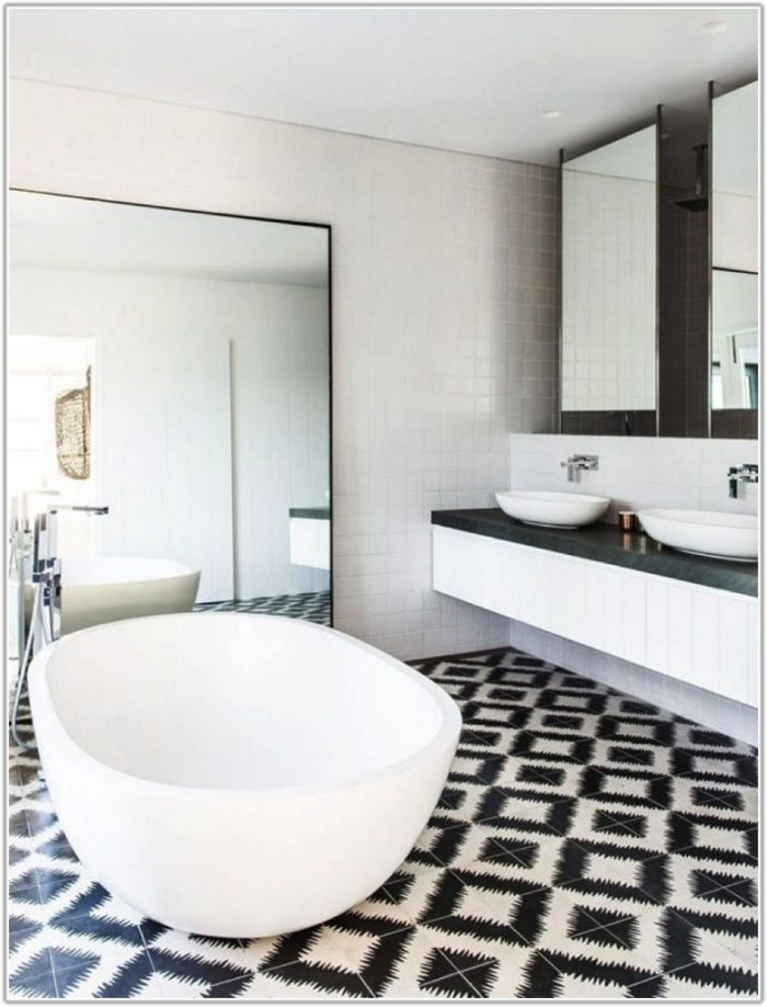 Black And White Tile Bathroom Decorating Ideas