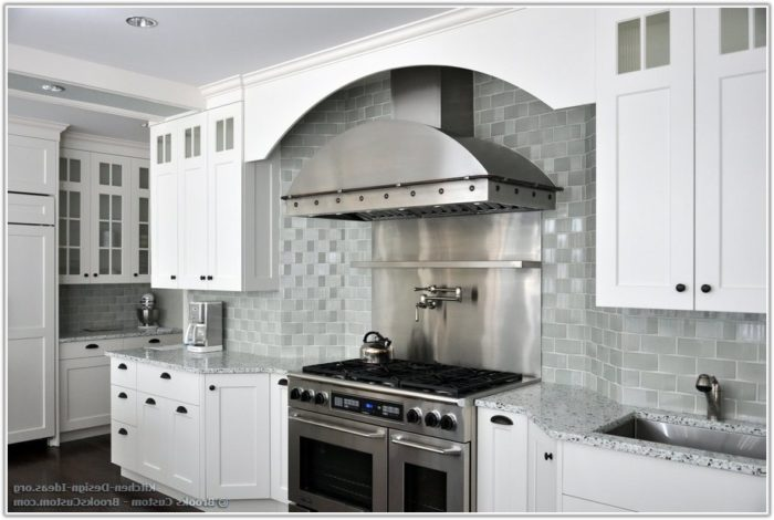 Kitchen Backsplash Tile With White Cabinets