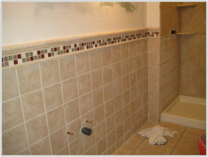 Small Bathroom Ceramic Tile Design