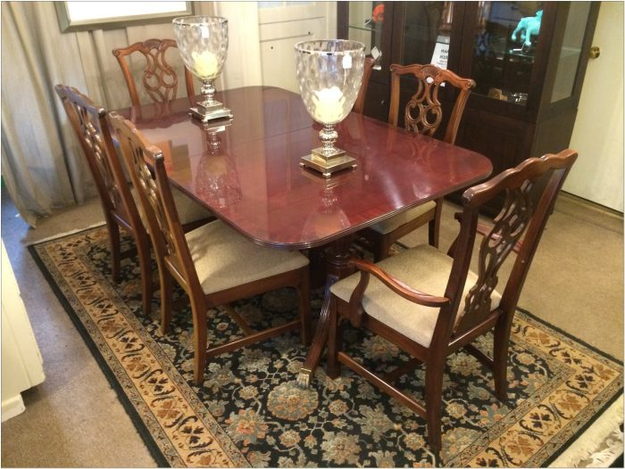 Henredon Dining Table Set