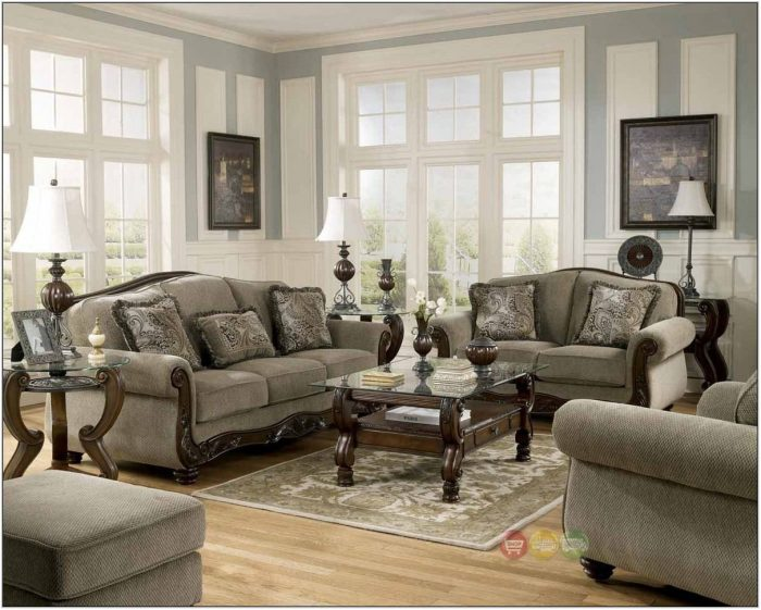 Living Room Furniture Wood Trim
